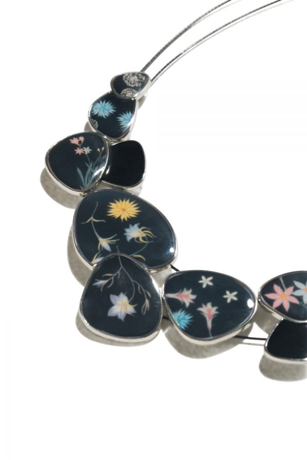 desigual-black-necklace-romantic-flowers-chapas-B-5b7cf37a40dd3 collar romantic flowers chapas desigual alicess